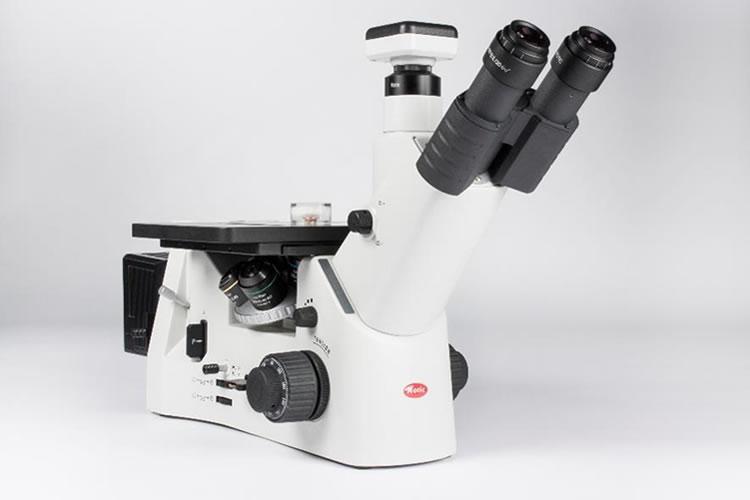 Microscópio metalográfico invertido